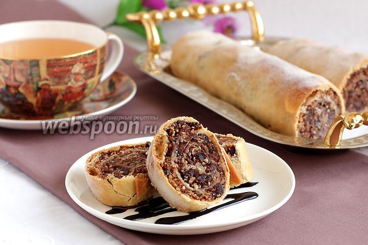 Фото Ореховый штрудель с вяленой вишней, шоколадом и кунжутом