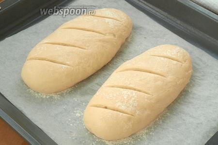 Сбрызнуть хлеб водой.