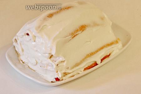 Когда наш торт пирамидка готов, обильно смазать со всех сторон кремом и поставить пропитаться в холодильник на 2 часа.