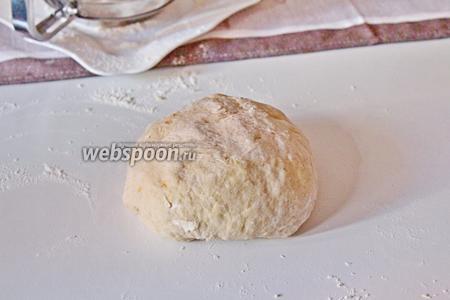 Замесить мягкое эластичное тесто.