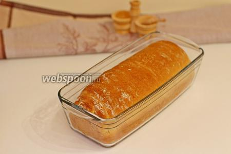 Вынуть готовый хлеб и полностью остудить.
