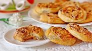 Фото рецепта Слоёные плюшки с творогом и изюмом