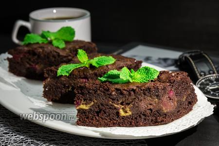 Шоколадный пирог с малиной и маскарпоне