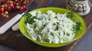 Фото рецепта Салат из пекинской капусты с горошком