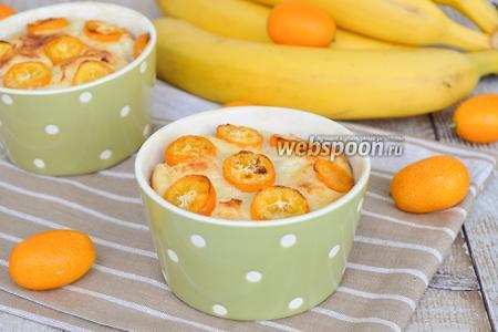 Творожная запеканка с кумкватом, бананами и семолиной