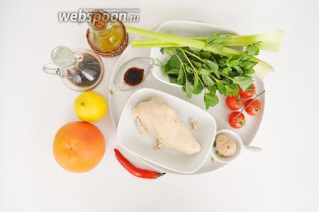 Куриная грудка потребуется отварная, семена зелёного кориандра сушёные, имбиря примерно 2 см. Зелень свежая, сельдерей, сок половины лимона, перчик чили, крупная соль, масло кунжутное и оливковое и два соуса: соевый и устричный.