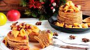 Фото рецепта Панкейки с карамельными яблоками и клюквой