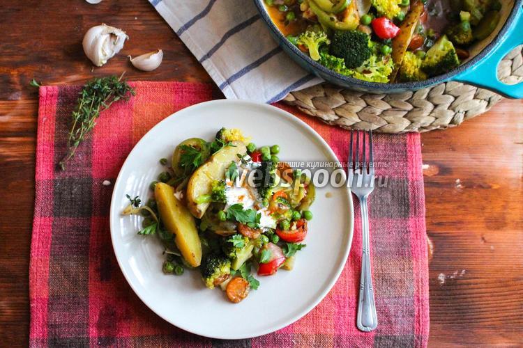 Фото Овощное рагу с брокколи, кабачком и зелёным горошком