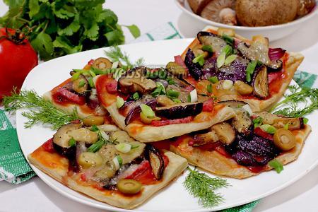 Мини-пиццы с грибами и луком