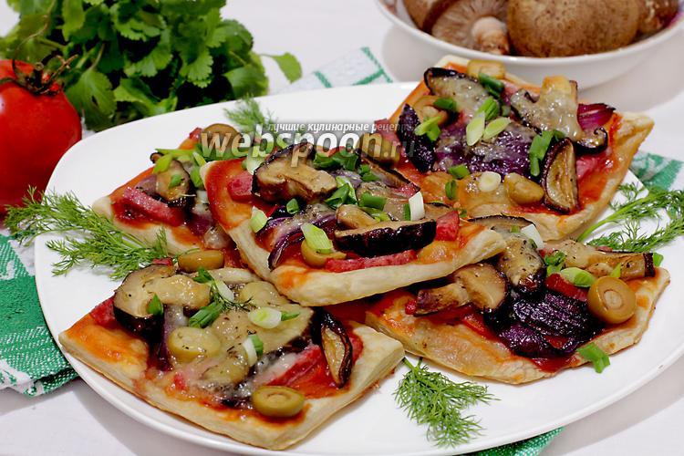 Фото Мини-пиццы с грибами и луком