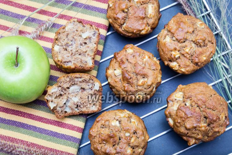 Фото Кексы из цельнозерновой муки с орехами и яблоком