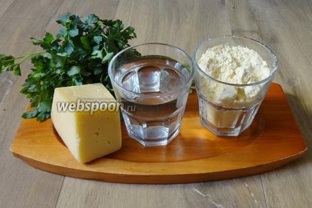 Для приготовления таких лепёшек из кукурузной каши понадобится кукурузная мука, тёплая кипячёная вода, зелень петрушки, сыр, оливковое масло, соль по вкусу.