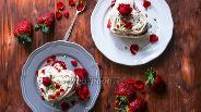Фото рецепта Десерт Павлова — валентинка с клубникой