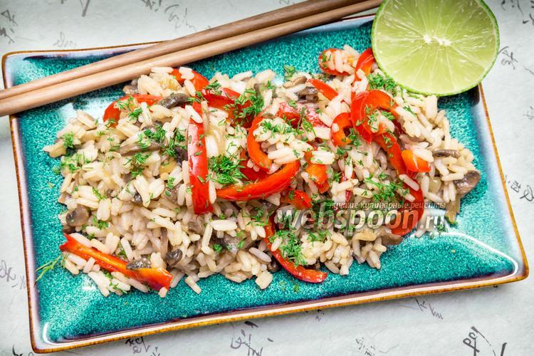 Фото Рис с овощами и соевым соусом с острым перцем