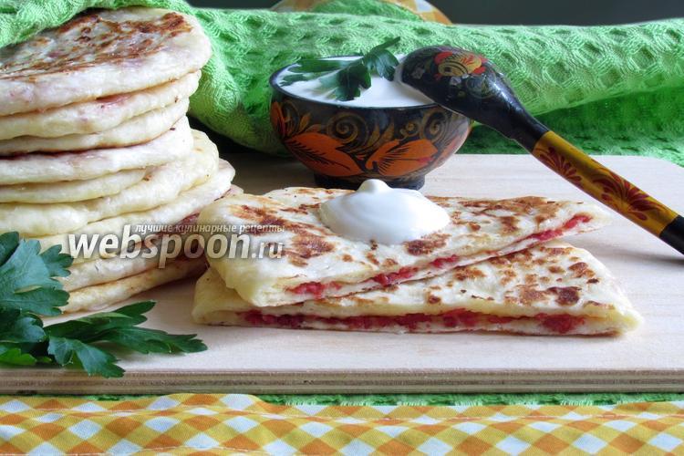 Фото Сырные лепёшки с колбасой
