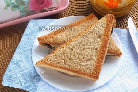 Сладкий сэндвич с бананом