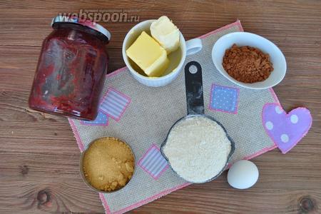 Для пирожных приготовим: масло сливочное охлаждённое, мука, какао, сахар коричневый, яйцо 1 крупное, если мелкие то 2, малиновое варенье, сливки растительные, пищевой краситель, сгущённое молоко, малина — 18 штук.