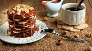 Фото рецепта Шоколадно-ржаные блинчики с карамельным соусом