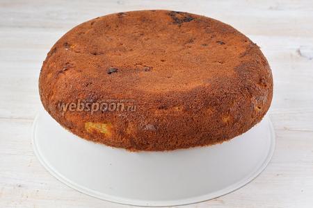 Вытянуть с помощью чаши для варки на пару. Пирог с ананасами на кукурузной муке готов.