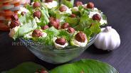 Фото рецепта Закуска с плавленым сыром в листьях салата
