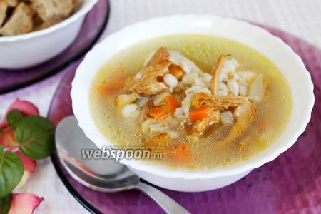 Куриный суп с солёными лисичками и перловкой