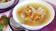 Фото рецепта Куриный суп с солёными лисичками и перловкой