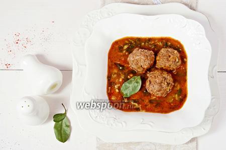 Суп с мясными фрикадельками, нутом и шпинатом