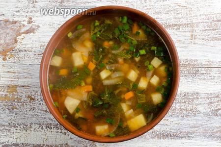 Подавать суп к обеду горячим.