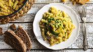 Фото рецепта Сливочная паста с кабачком и зелёным горошком