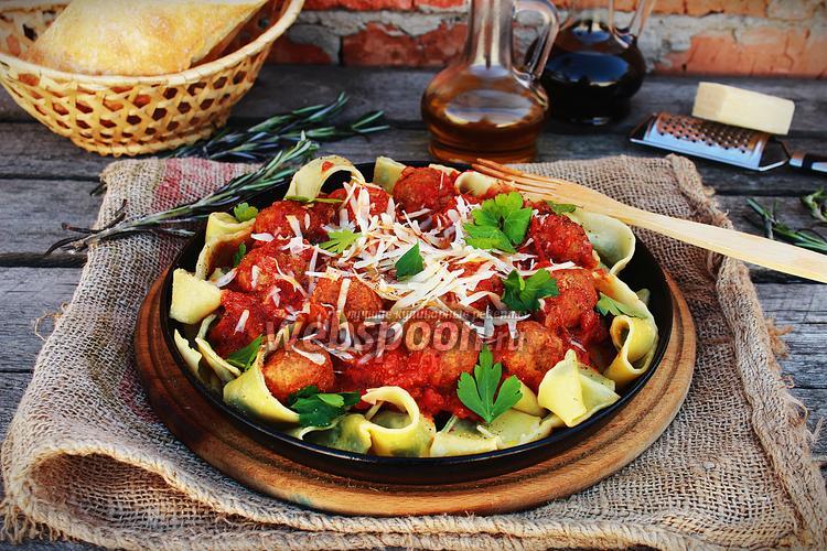 Фото Паста с мясными шариками в томатном соусе
