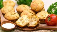 Фото рецепта Кексы с сыром Фета и петрушкой