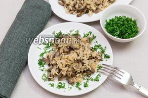 Постный рис грибами и луком