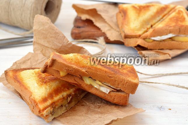 Фото Сэндвич с камамбером, орехами и яблоками
