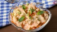 Фото рецепта Салат из моркови и сельдерея с топпингом из яблок