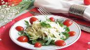 Фото рецепта Салат с рукколой, куриным филе и пармезаном