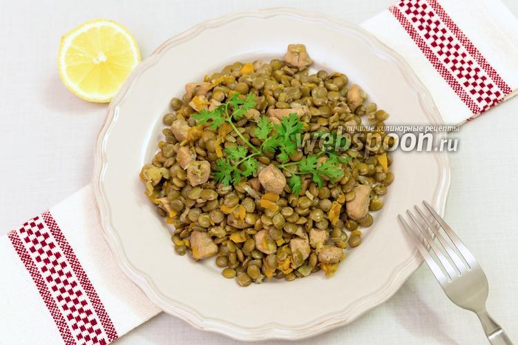 Фото Чечевица с куриной грудкой и овощами