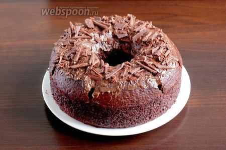 Я решила смазать верх пирога шоколадной пастой и посыпать шоколадной стружкой. Очень вкусно, угощайтесь!
