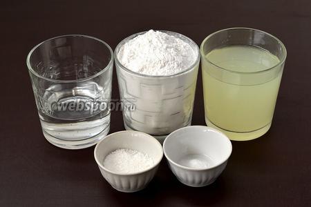 Для приготовления теста нам понадобится пшеничная мука, сыворотка, вода, сода, соль.