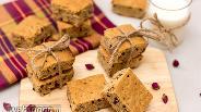 Фото рецепта Нарезной арахисовый пирог с орехами и шоколадом