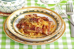 Тушёная квашеная капуста со свиными рёбрышками в горшочках