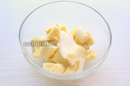 Шоколад растопить с кокосовым маслом на паровой бане.