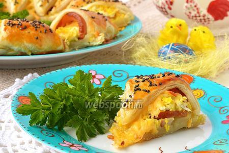 Пасхальное кольцо с сыром, ветчиной и яйцами