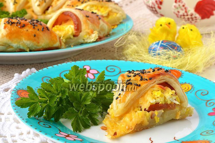Фото Пасхальное кольцо с сыром, ветчиной и яйцами