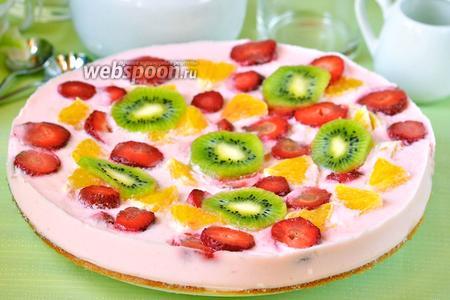 Торт йогуртовый с киви, клубникой и апельсином
