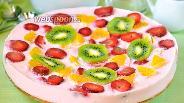Фото рецепта Торт йогуртовый с киви, клубникой и апельсином