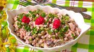 Фото рецепта Салат с курицей, сыром и маринованными грибами