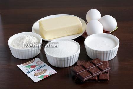 Для приготовления кекса возьмём сливочное масло, сахар, муку, яйца, шоколад белый и чёрный, ванилин, разрыхлитель, сливки.