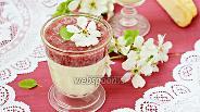 Фото рецепта Белый шоколадный крем с клубничным пюре