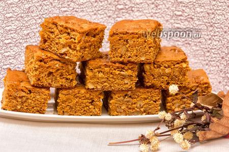 Пирог на варёной сгущёнке с орехами