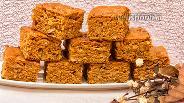 Фото рецепта Пирог на варёной сгущёнке с орехами